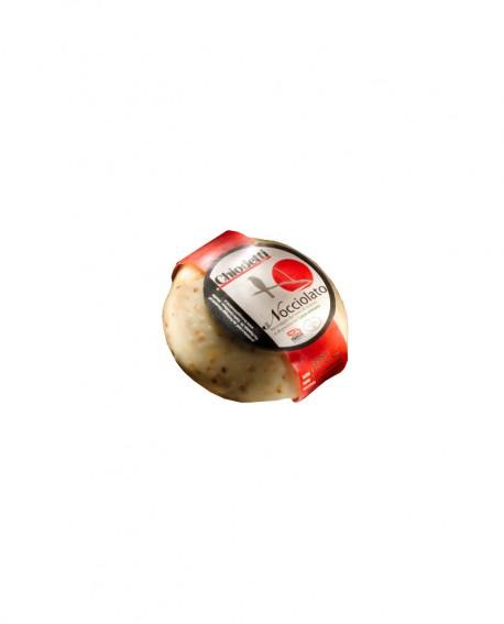 Formaggio nocciolato con latte misto speziato e granella di nocciole - stagionatura 15 giorni - sottovuoto 500g - Formaggi Chiod